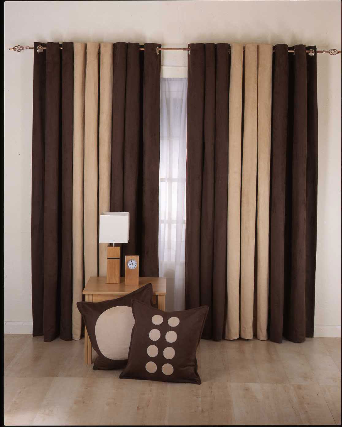 Attractive Living Room Curtains   25 Methods To Add A Taste Of Royalty To Your Living  Room | Hawk Haven Part 32