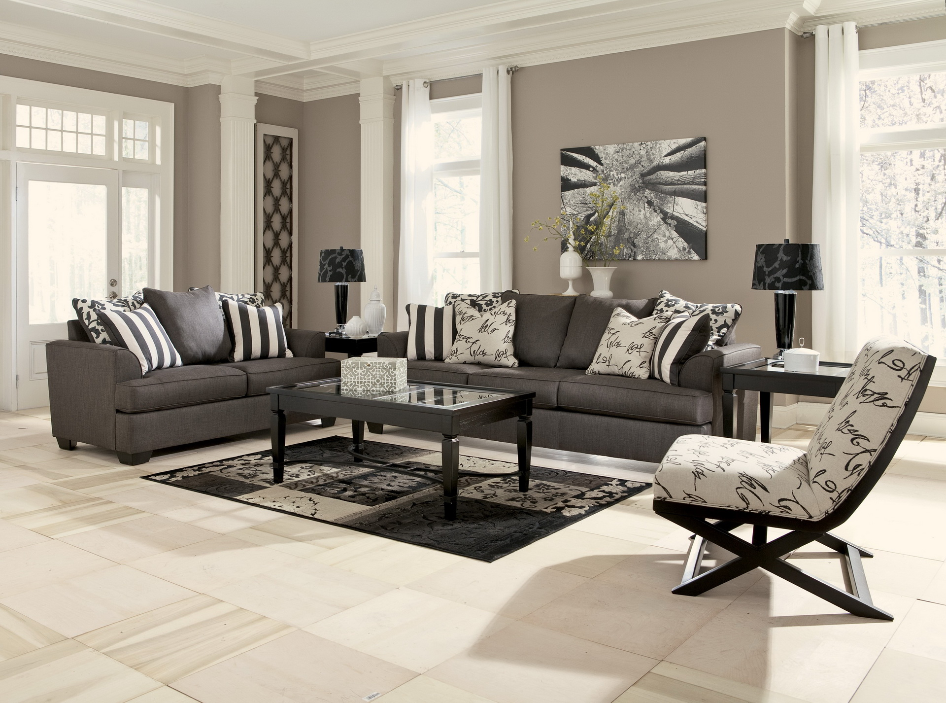 Accent chairs for living room 23 reasons to buy hawk haven for Occasional chairs for living room