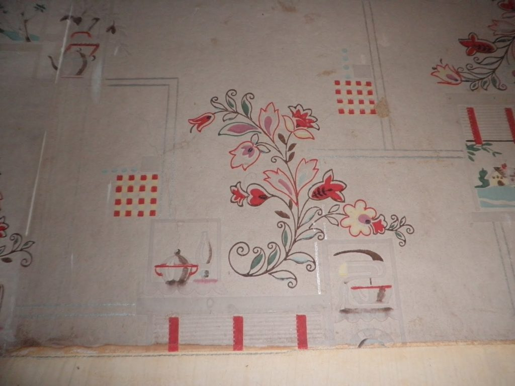 Fruity Wallpaper on an Old-Fashioned Kitchen
