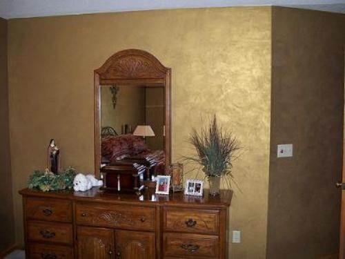 Interior wall paint metallic