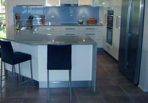 10 x 10 u shaped kitchen photo - 1
