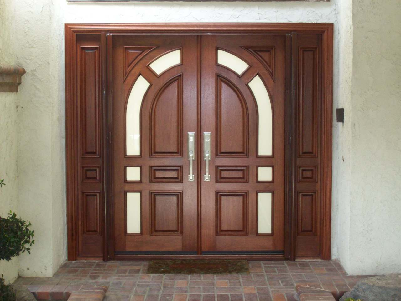 Elegant Mahogany and Glass Arch Double Front Door Home Design photo - 8