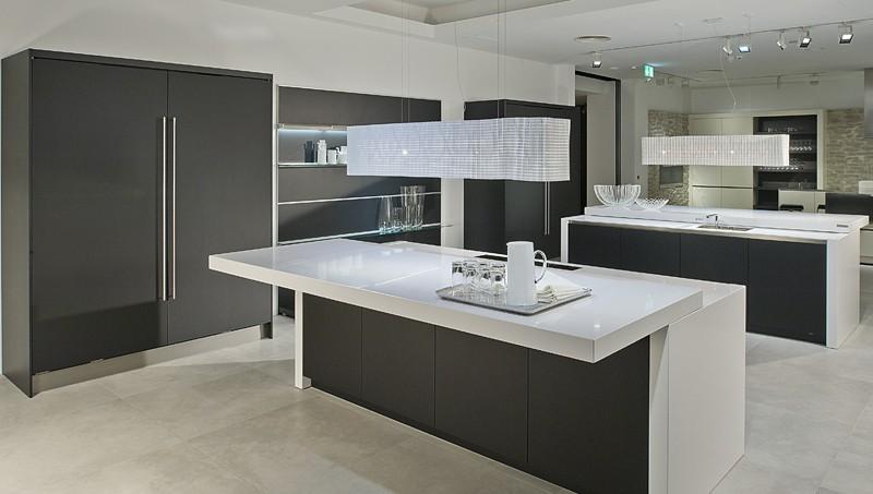Kitchen Showrooms ヨ Black and White photo - 8
