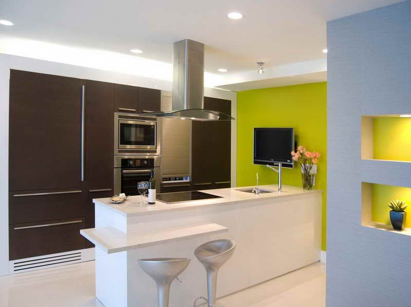 Modern Kitchen with Green Accent photo - 7