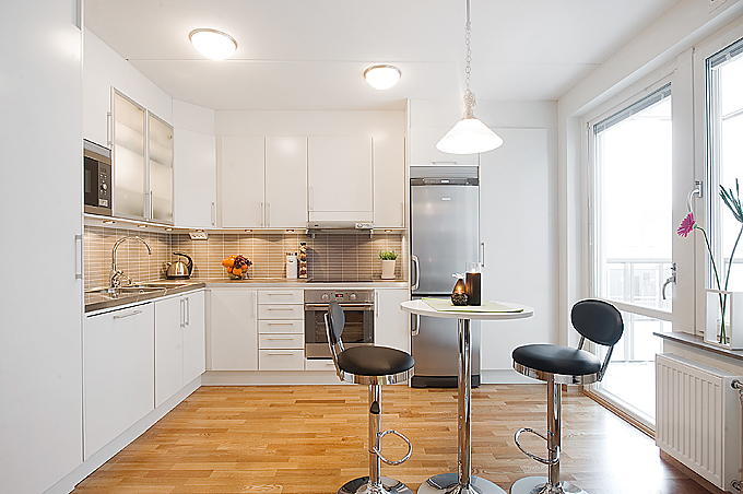 Open-plan kitchen in studio flat photo - 3