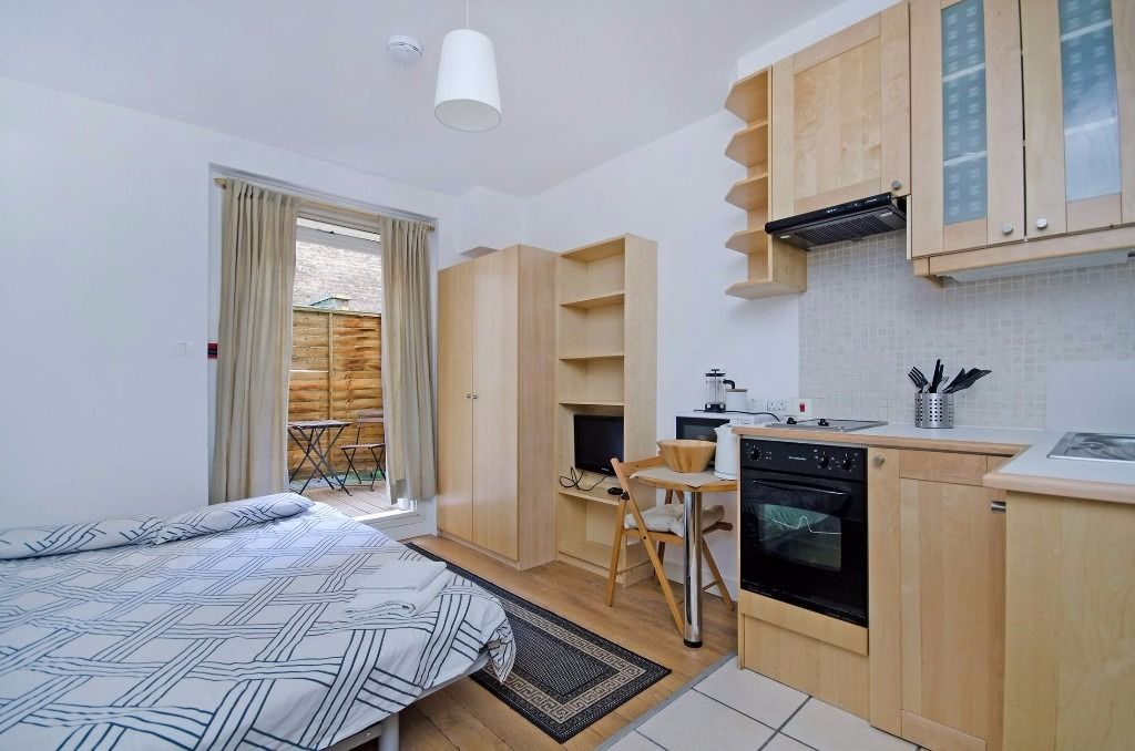 Open-plan kitchen in studio flat photo - 9
