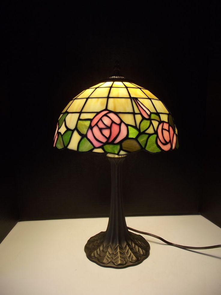Red Rose Stained Glass Table Lamp Shades photo - 1