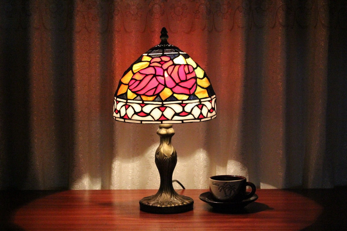 Red Rose Stained Glass Table Lamp Shades photo - 3
