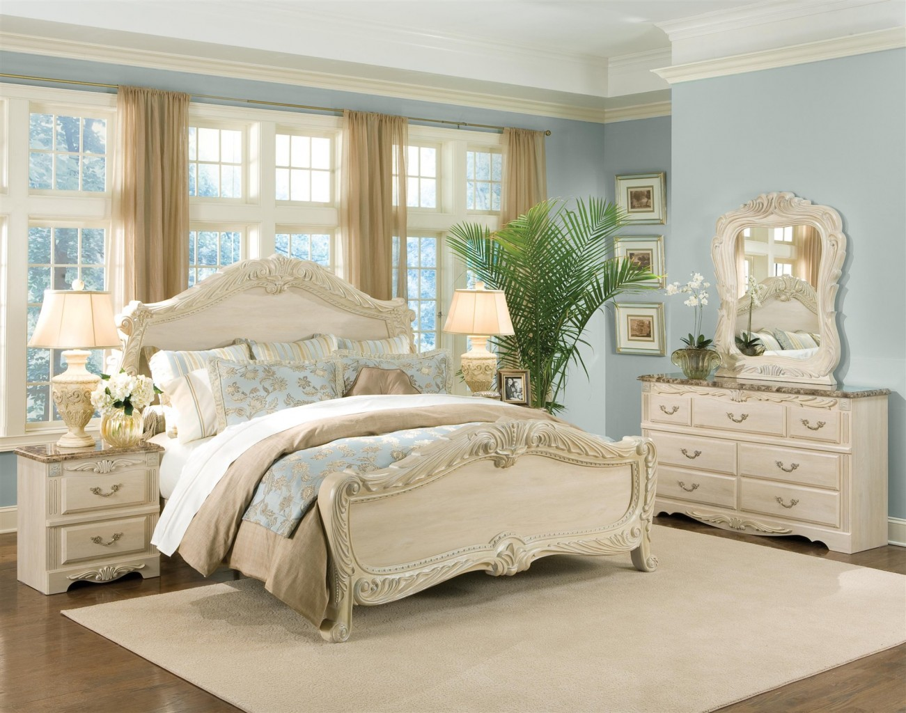 Picture of: Distressed Antique White Bedroom Furniture