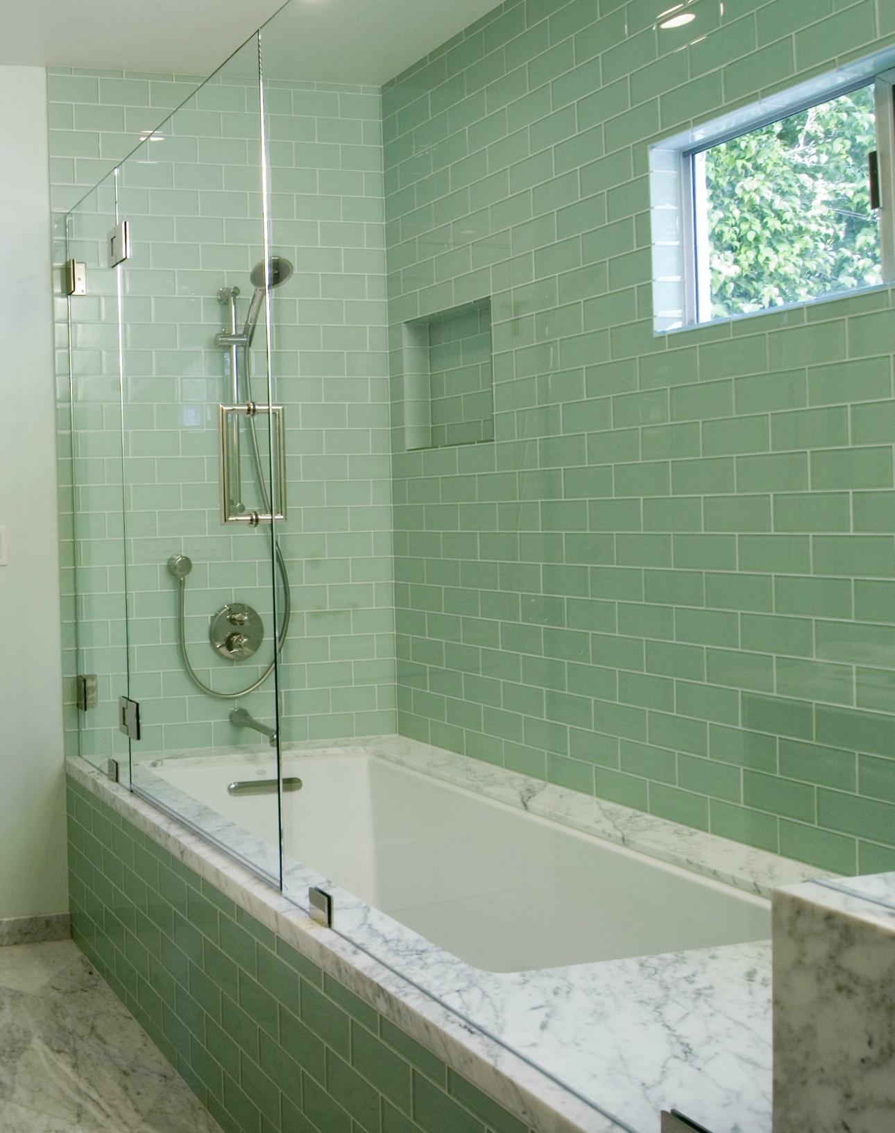 bathroom designs using glass tiles photo - 5