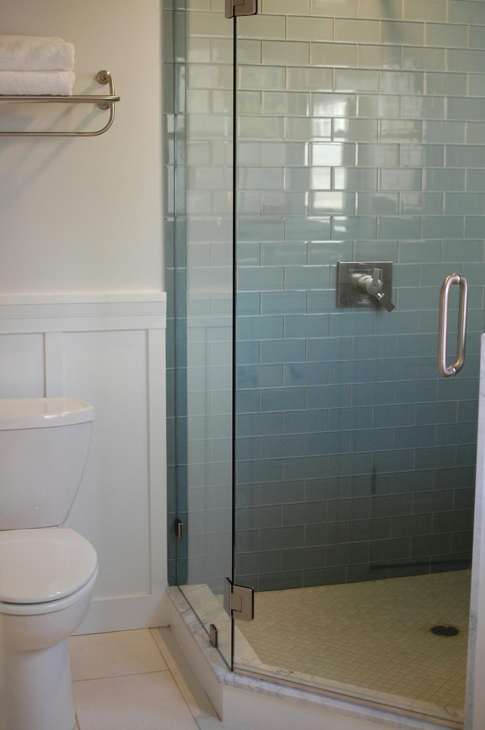 bathroom designs using glass tiles photo - 8