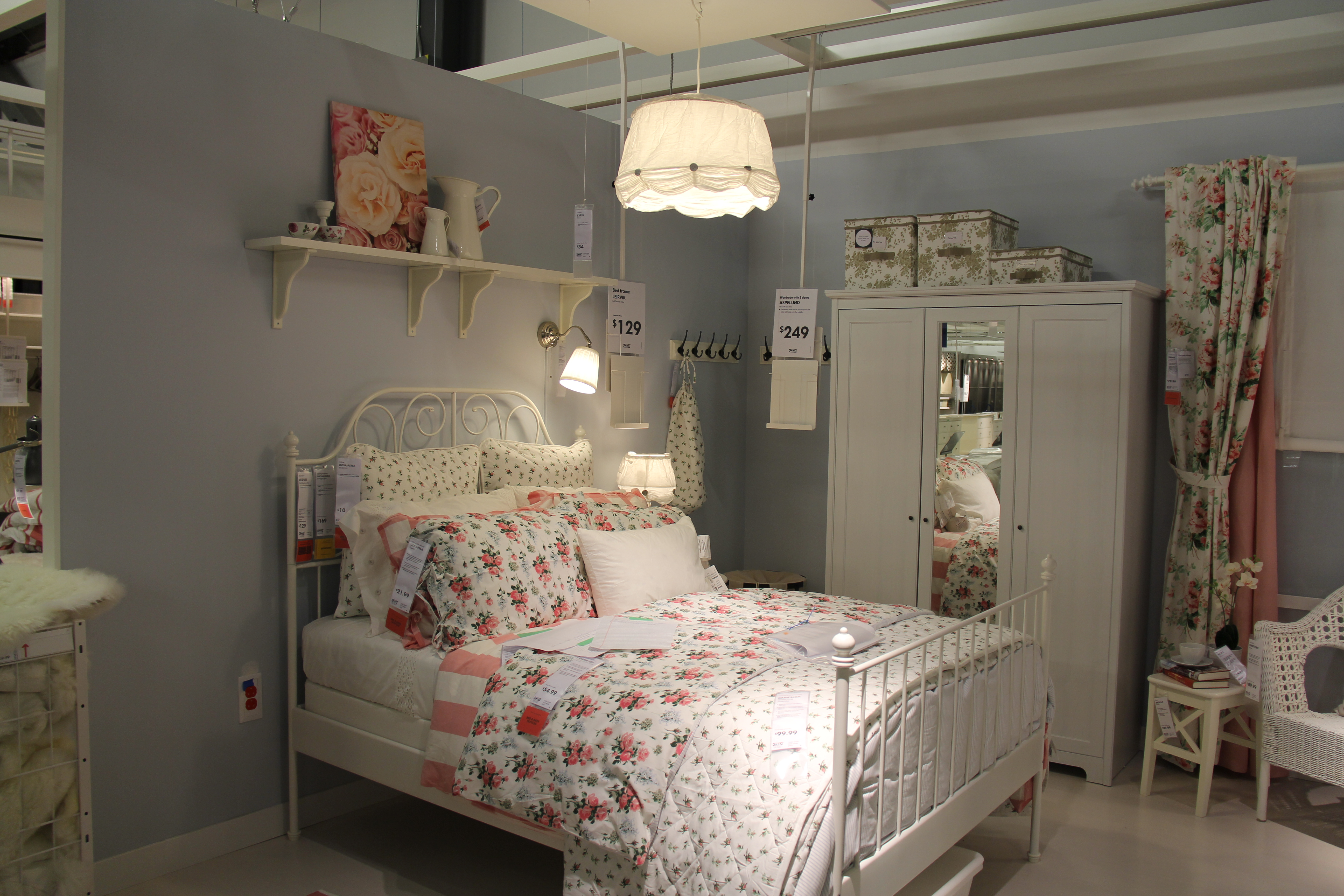 bedroom furniture designs for 10*10 room photo - 10