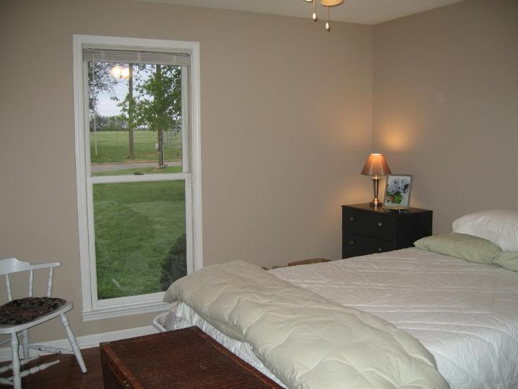 bedroom furniture designs for 10*10 room photo - 3