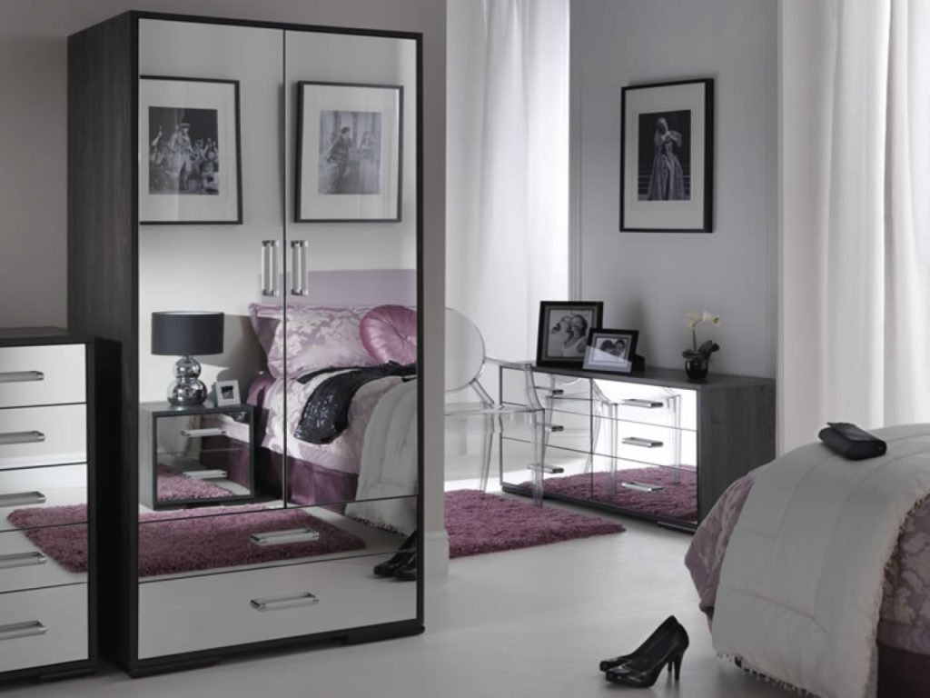 black and mirrored bedroom furniture photo - 2