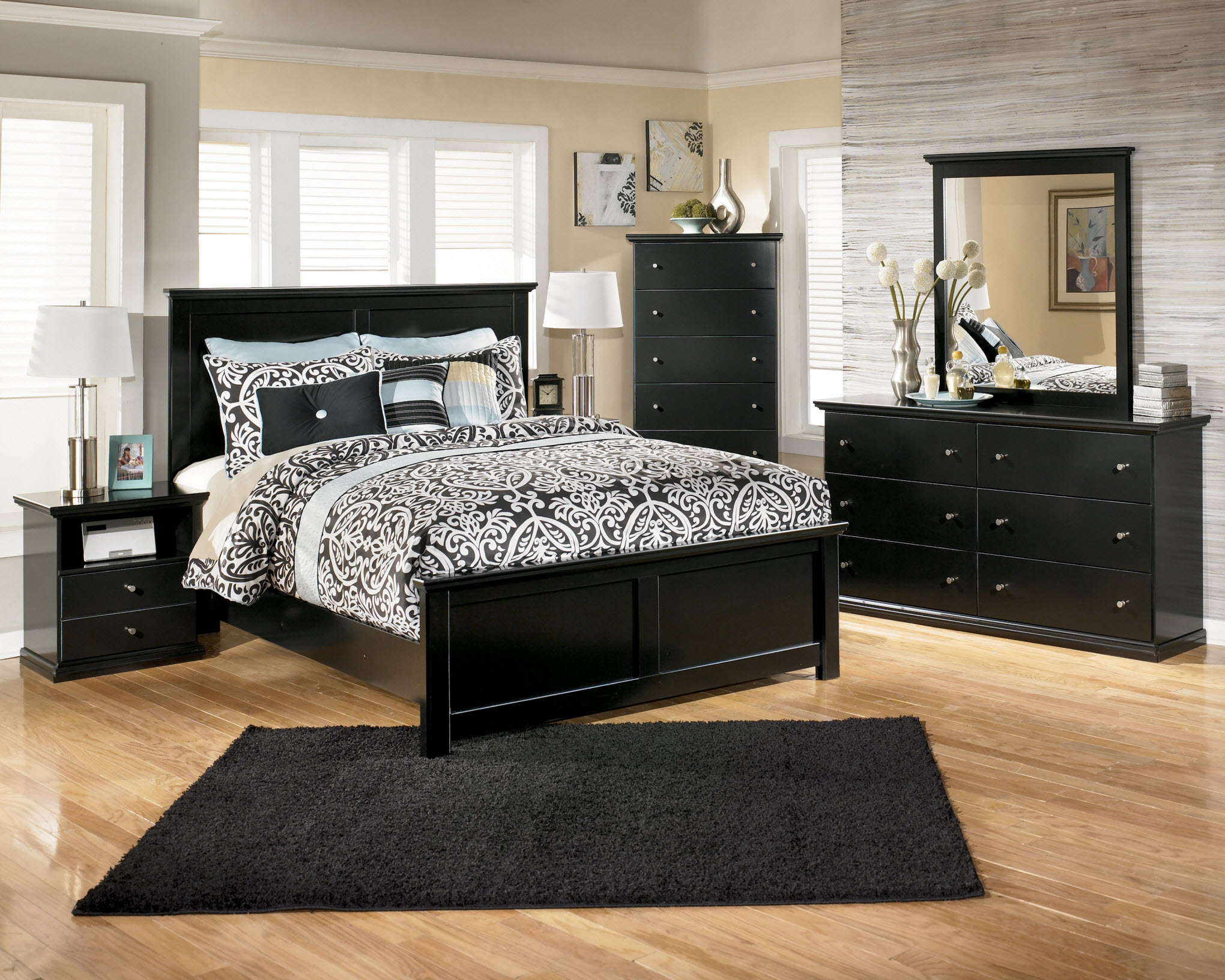 black and mirrored bedroom furniture photo - 6
