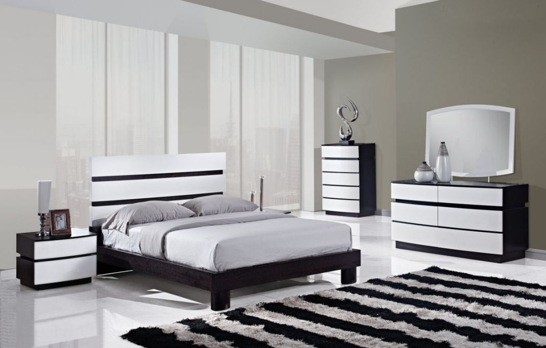 black and white room with brown furniture photo - 4