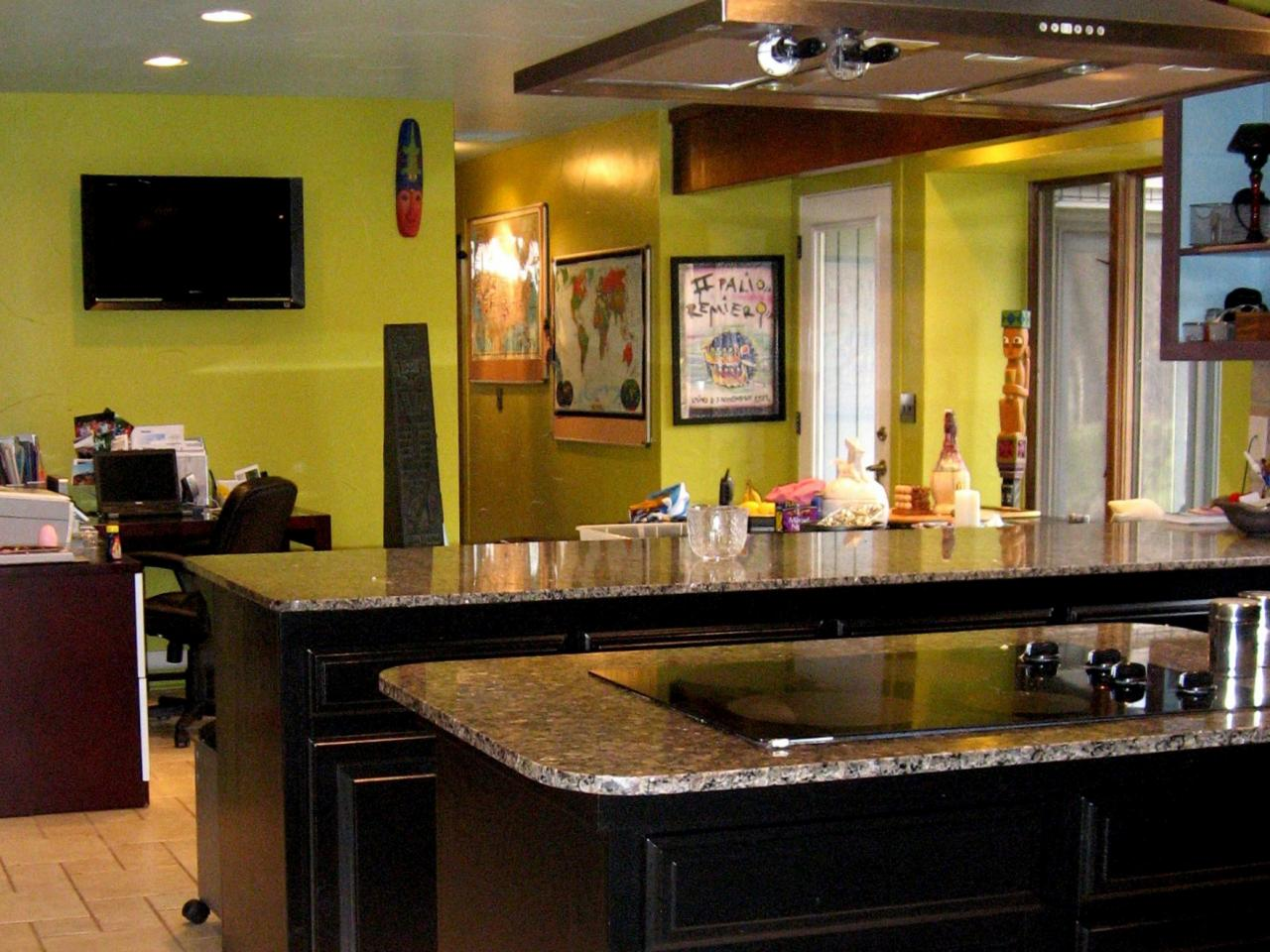 black kitchen cabinets and green walls photo - 4