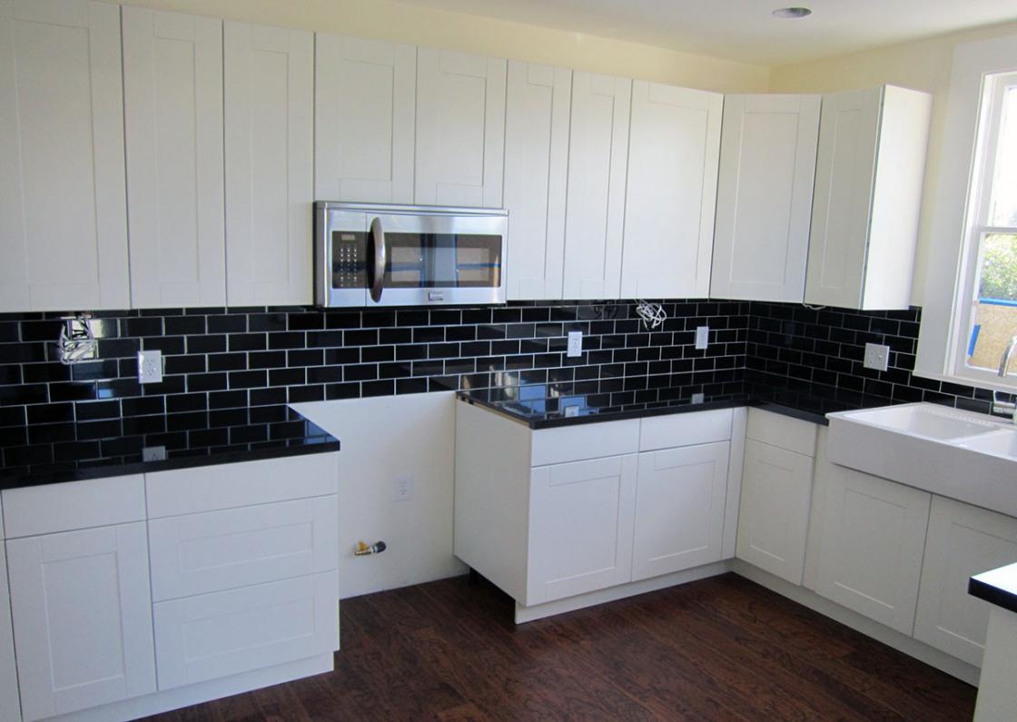 black kitchen cabinets in small kitchen photo - 10