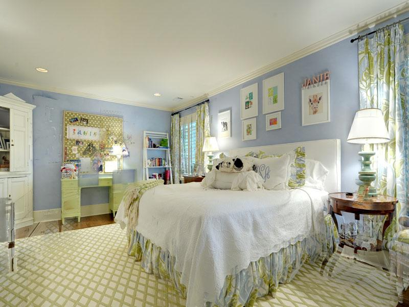 blue and white bedroom decor photo - 5