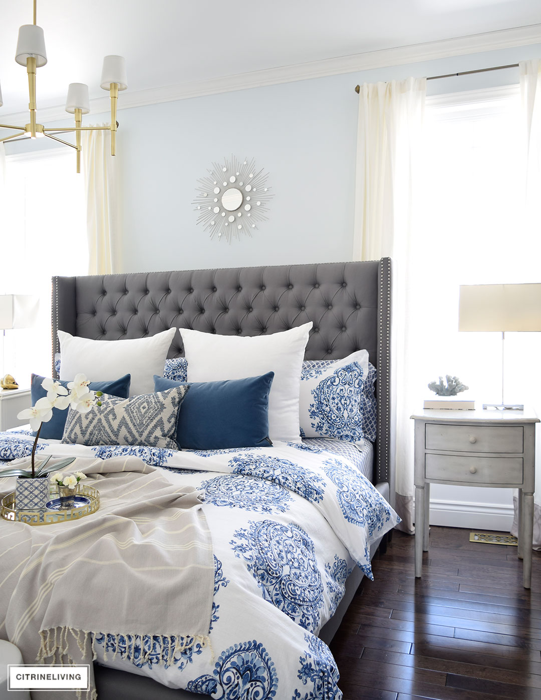 blue and white bedroom decor photo - 7