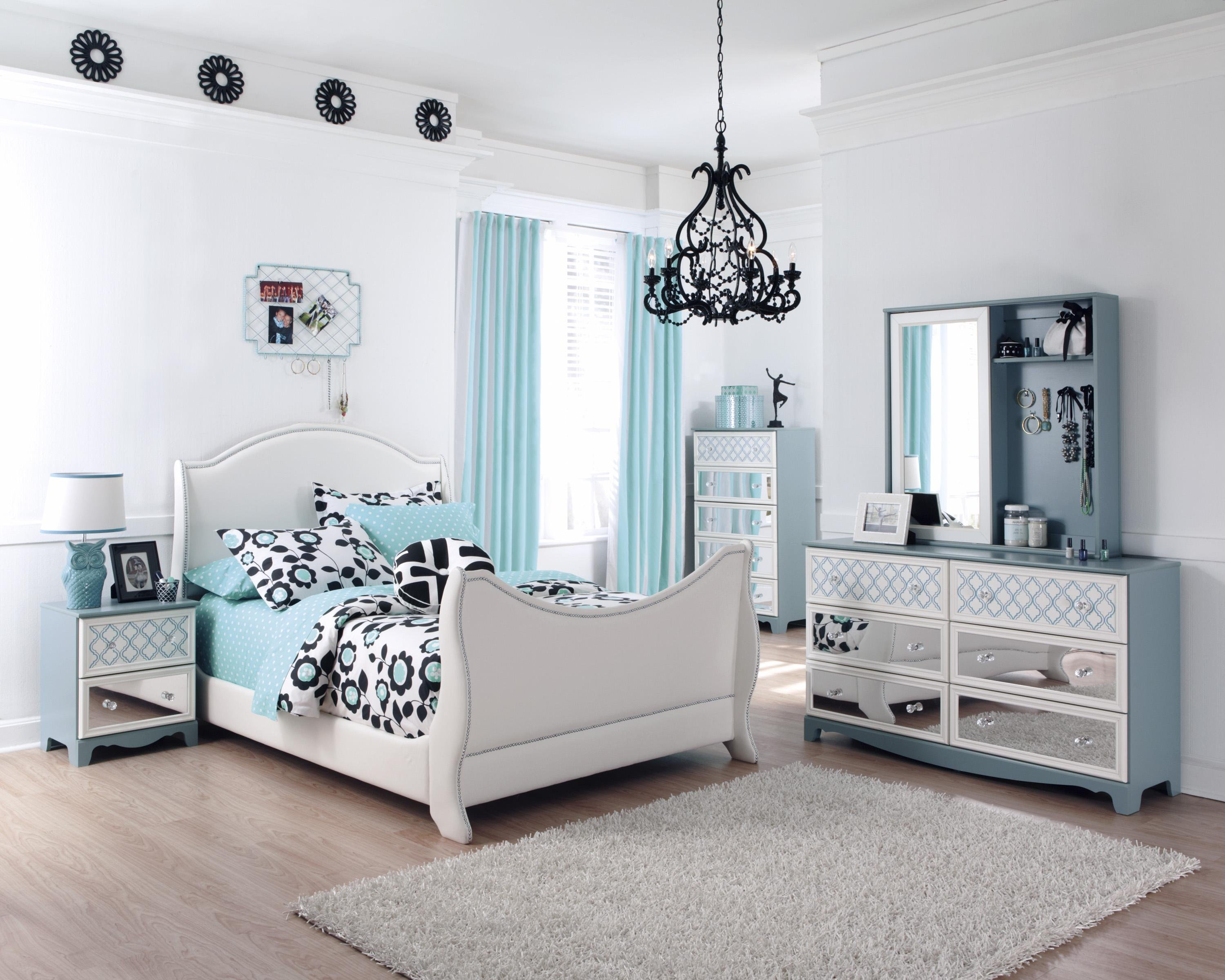 blue and white bedroom furniture photo - 9