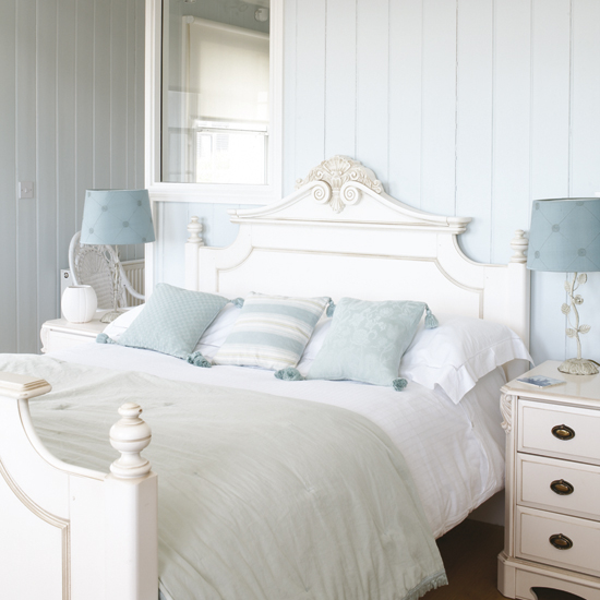 blue and white french country bedroom photo - 2