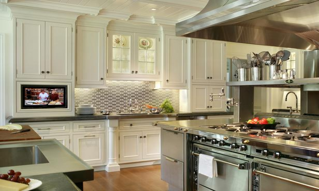candice olson farmhouse kitchen photo - 9