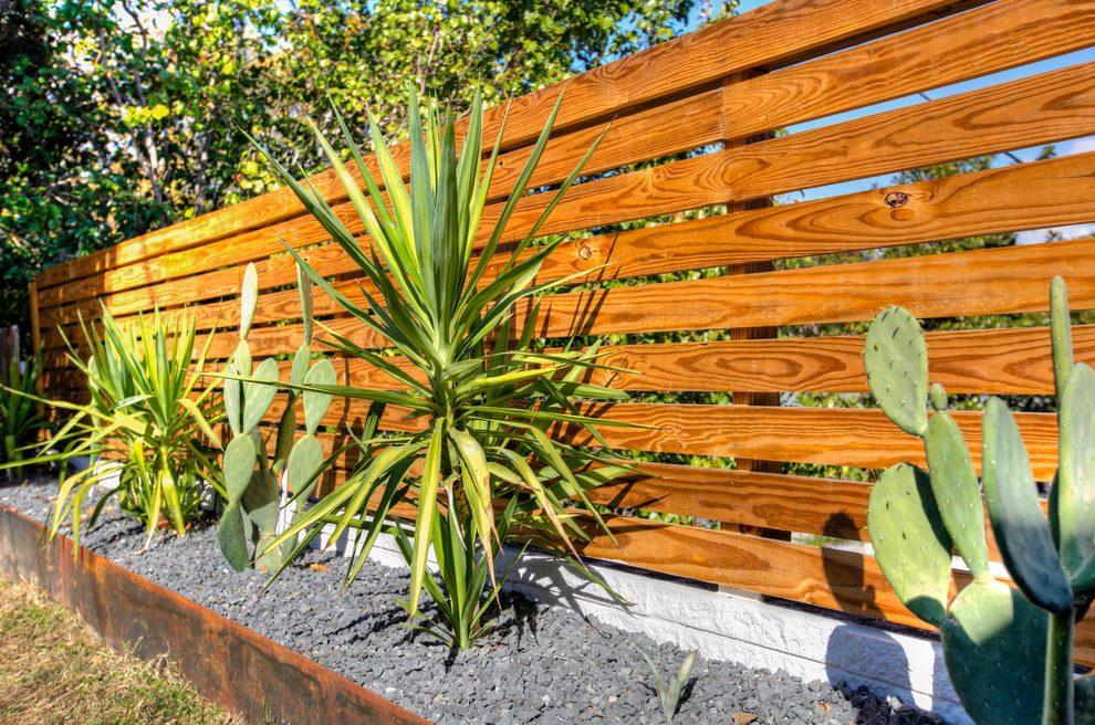 contemporary garden fencing ideas photo - 8