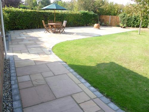 Contemporary garden paving ideas | Hawk Haven