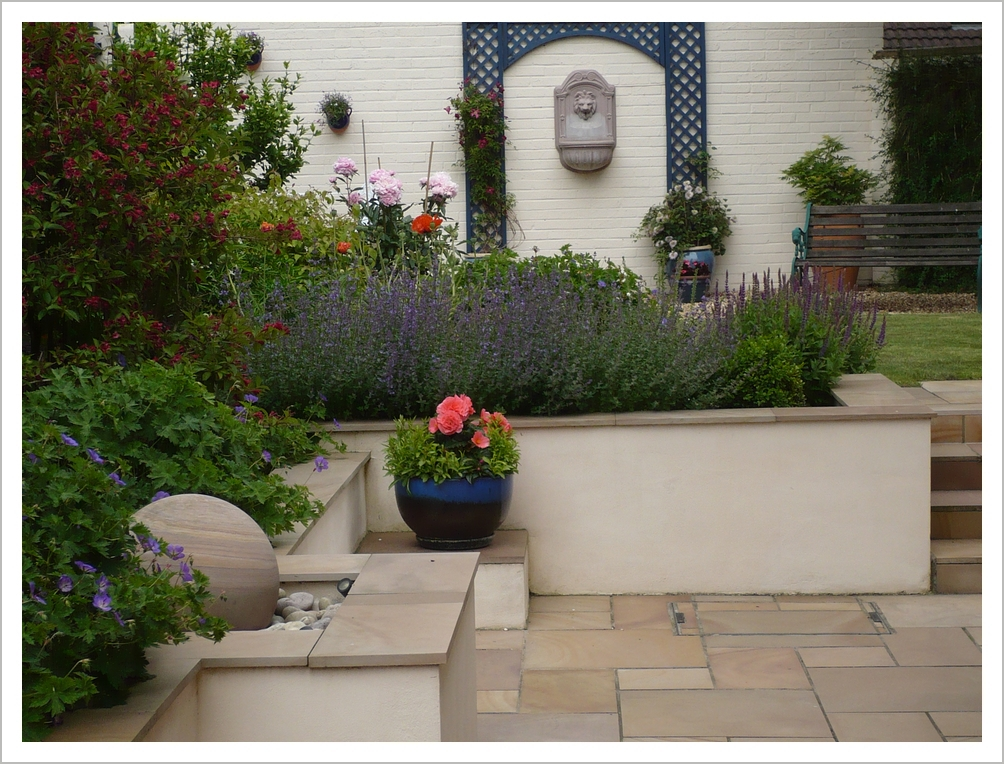 contemporary garden wall ideas photo - 5