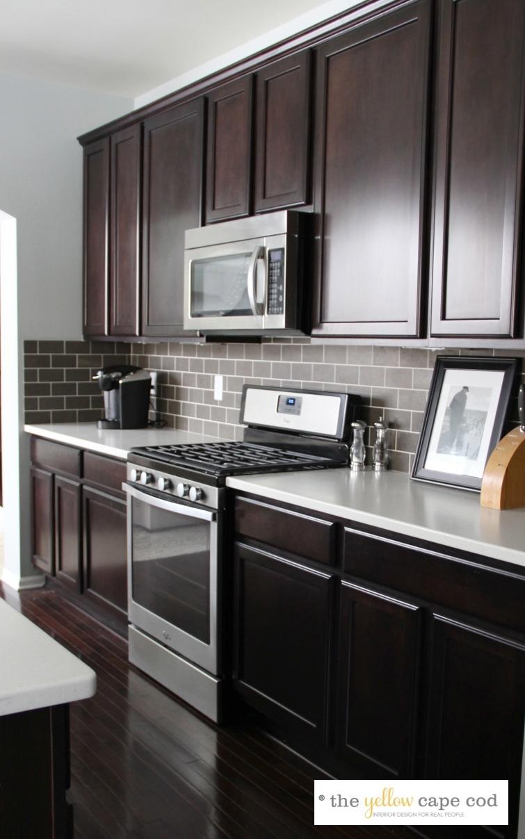 dark cabinet kitchen backsplash photo - 4