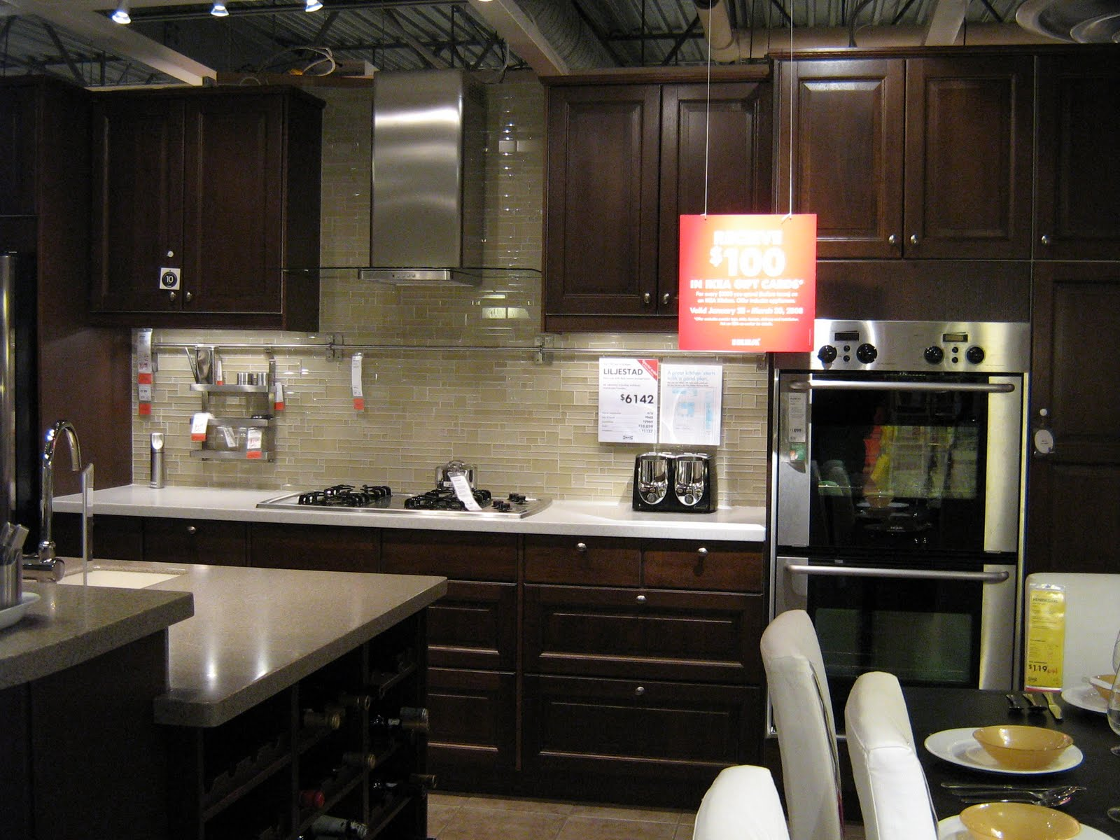 dark cabinet kitchen backsplash photo - 5