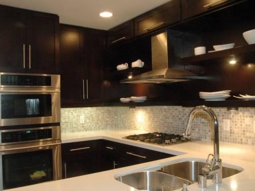 dark cabinet kitchen backsplash photo - 9