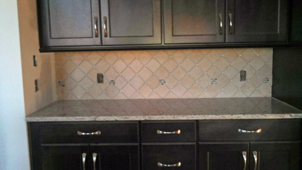 dark cabinets tile backsplash photo - 6