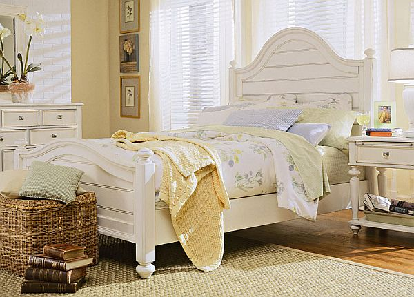decorating a room with white furniture photo - 1