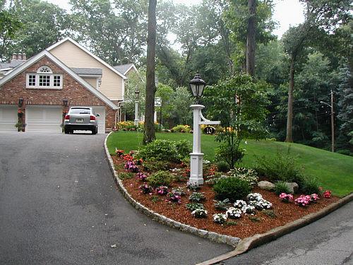 driveway entrance garden ideas photo - 3