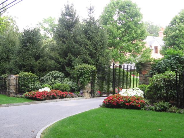 driveway entrance garden ideas photo - 4