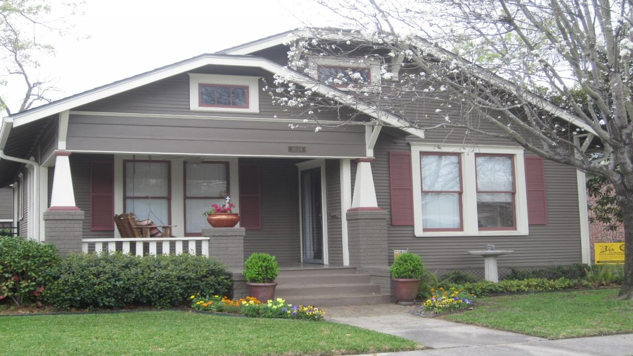 exterior paint colors bungalow photo - 3