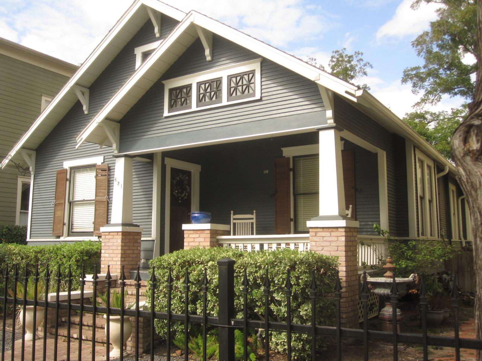 exterior paint colors bungalow photo - 7