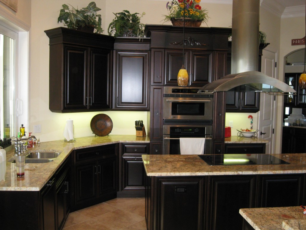 flat black kitchen cabinets photo - 9