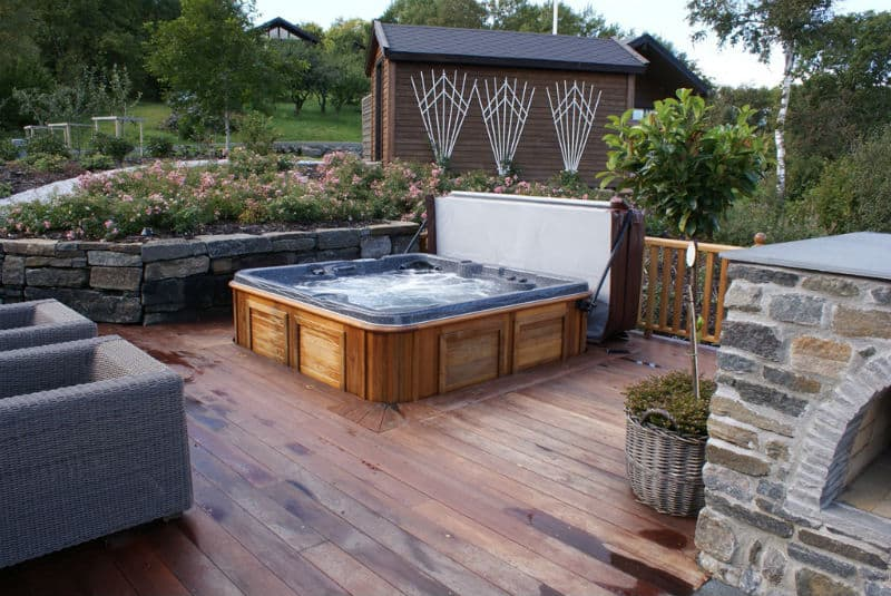 garden design ideas hot tubs photo - 9