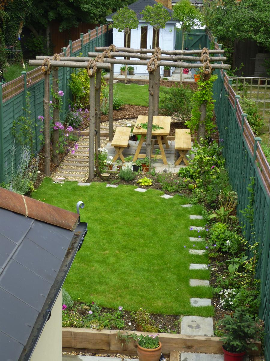 garden design ideas long narrow gardens photo - 1