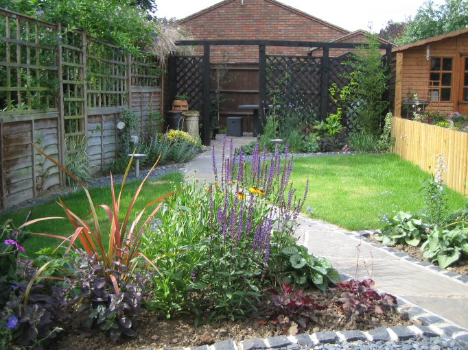 garden design ideas long narrow gardens photo - 8
