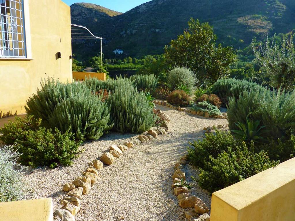 garden design ideas mediterranean photo - 2