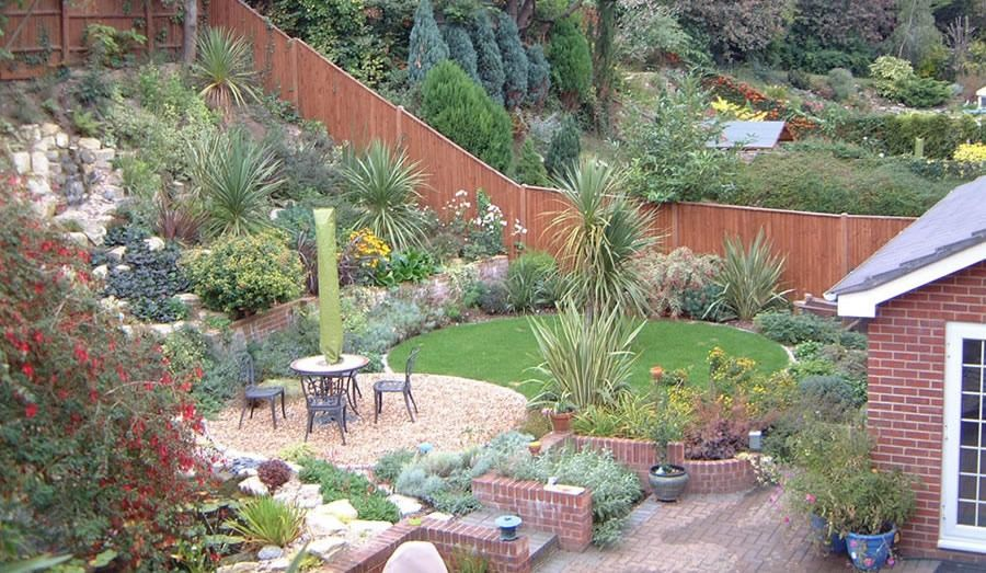 garden design ideas on a slope photo - 10
