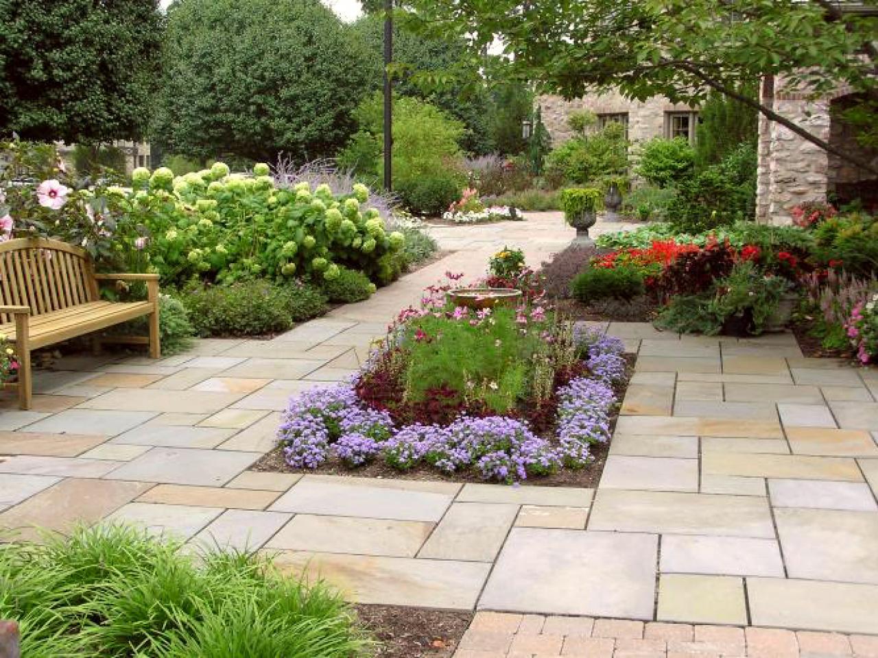 Garden design ideas patios   Hawk Haven