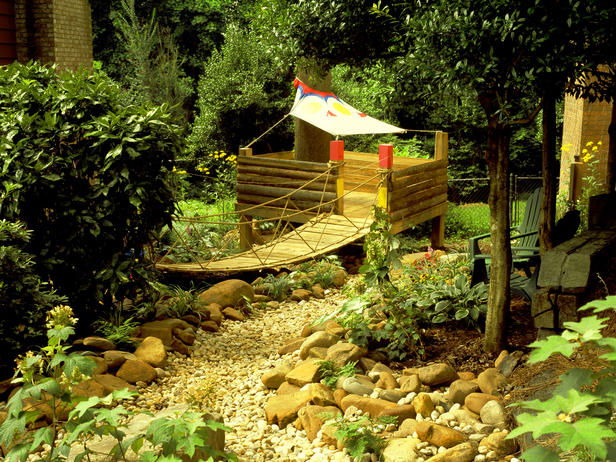 garden design ideas with childrenメs play area photo - 3