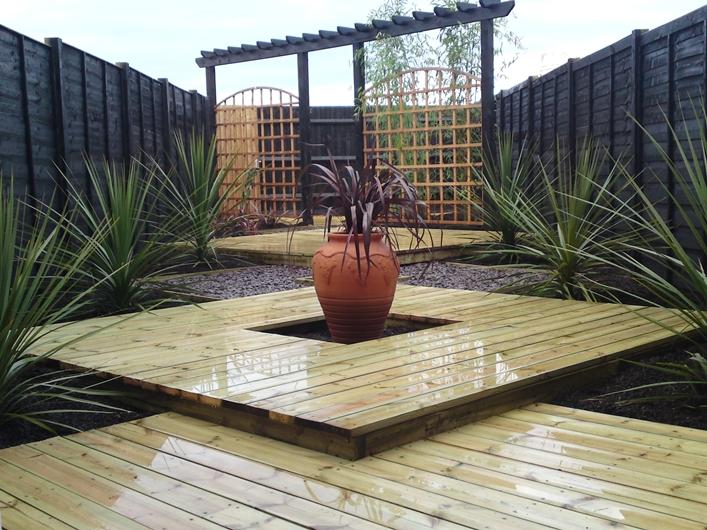 garden design ideas with decking photo - 8