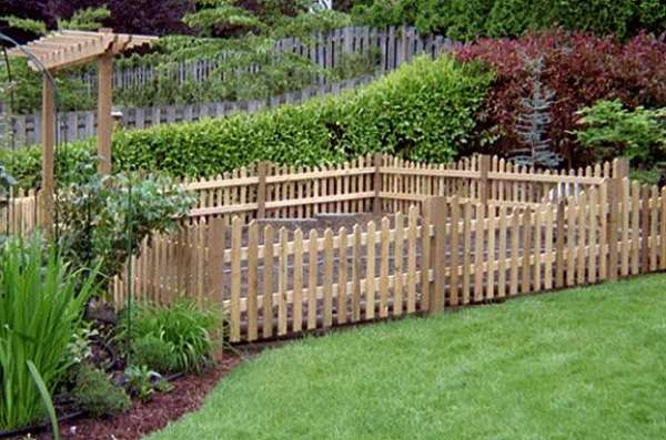 garden fencing ideas for dogs photo - 5