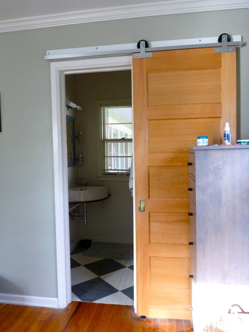 interior sliding doors bathroom photo - 3